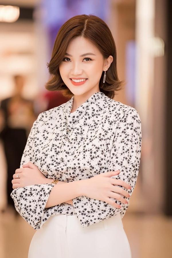 Kể từ khi gây sốt với vai Trà trong phim Bông hồng trên ngực trái, cô trở thành gương mặt được săn đón tại nhiều sự kiện.