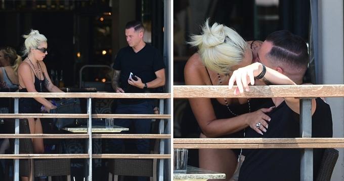 Lady Gaga được bắt gặp ôm hôn người yêu hồi tháng 7.