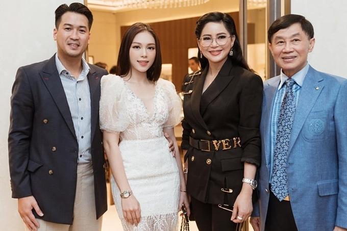 Linh Rin xuất hiện bên gia đình bạn trai.