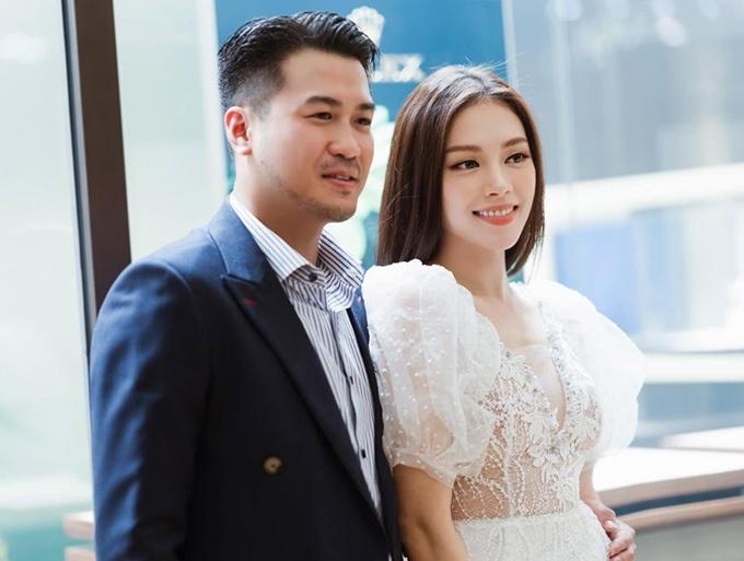 Linh Rin và Phillip Nguyễn tình tứ.