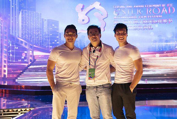 [Caption3. Đạo diễn chương trình là Lin Zhenyu là một trong những đạo diễn tài năng thuộc thế hệ mới của Trung Quốc. Ông là Giám đốc đặc biệt của Ban hoạt động văn hoá thuộc Ban tổ chức Olympic Bắc Kinh trong nhiều năm.