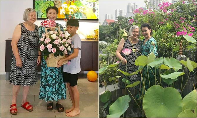 Subeo tặng hoa cho bà ngoại (trái), mẹ Kim Lý chụp ảnh trên sân thượngnhà mẹ Hồ Ngọc Hà (phải).