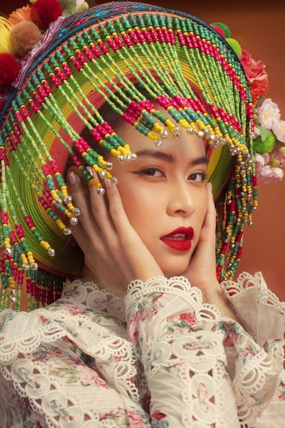 Ca sĩ Hoàng Thùy Linh trong loạt ảnh quảng bá album.