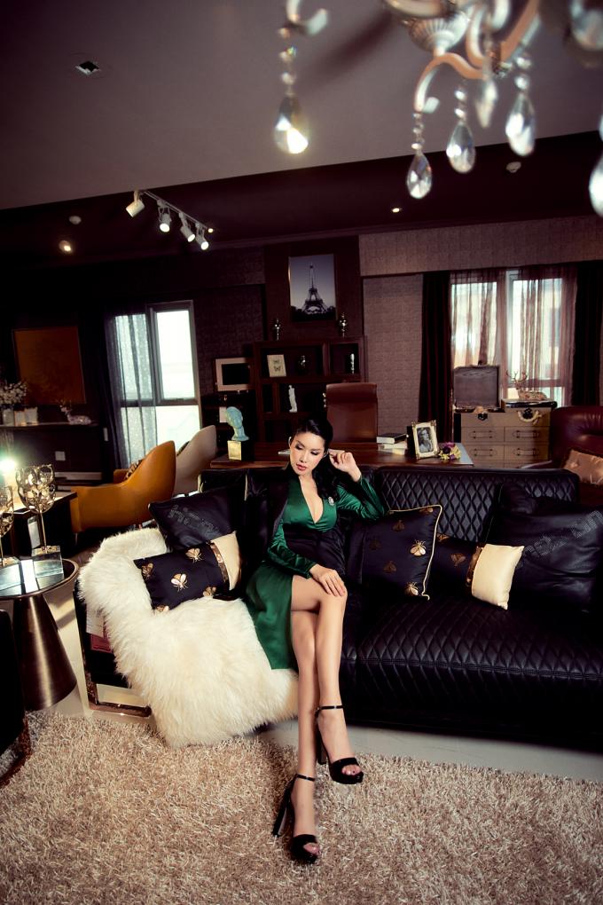 Vừa qua, Hoa hậu Loan Vương là đại diện Việt Nam duy nhất xuất hiện tại LHP Quốc tế Hong Kong 2019. Cô có dịp gặp gỡ, giao lưu và học hỏi kinh nghiệm trong lĩnh vực làm phim nhằm phục vụ cho một số dự án điện ảnh sắp tới.