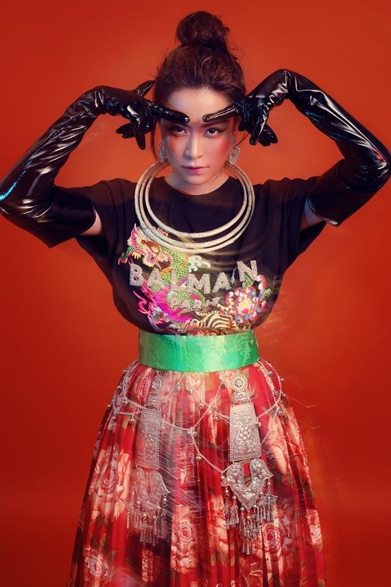 Nữ ca sĩ kết hợp yếu tố hiện đại và truyền thống trong album mới.