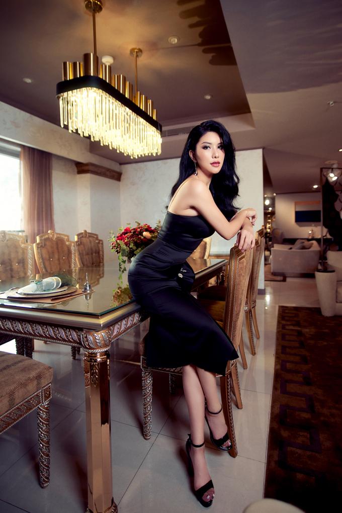 Người đẹp chia sẻ An Dương Home rộng 3.000 m2, có số vốn đầu tư hơn 100 tỷ đồng. Đây là nơi trưng bày các sản phẩm nội thất và thiết bị phòng tắm.