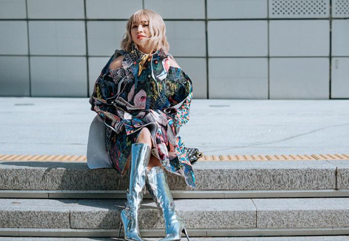 Người đẹp rất hào hứng với Seoul Fashion Week 2019. Cô thích dự các show thời trang để học hỏi, cập nhật xu hướng mới.