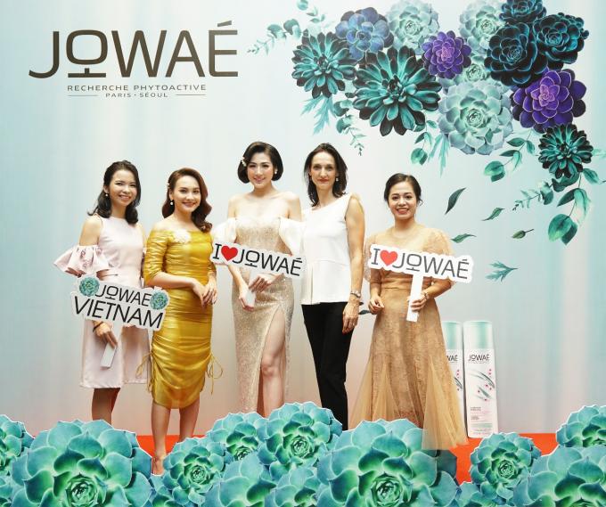 Beauty blogger Ngọc Diệp cùng dàn khách mời tại sự kiện Launching Jowaé.