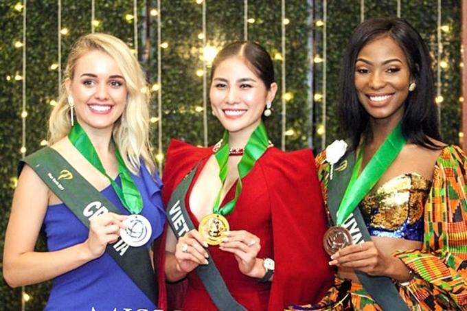 Với lợi thế sắc vóc và kỷ năng trình diễn tốt, người đẹp đoạt huy chương Vàng.