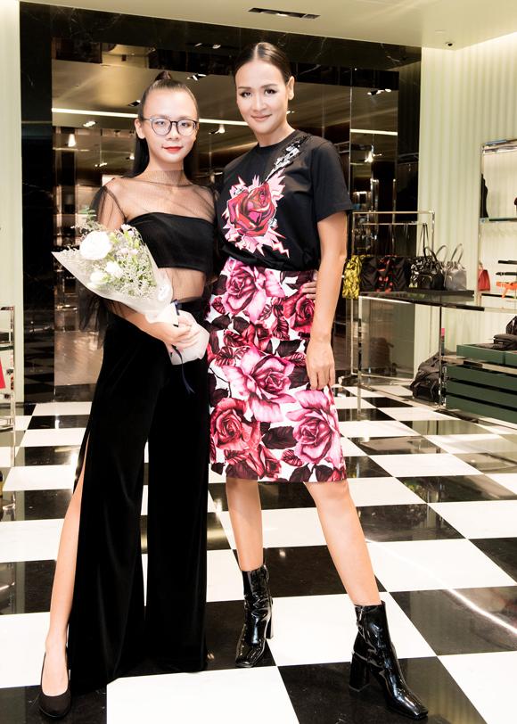 Trần Bảo Ngọc dự sự kiện cùng con gái Bảo Hân. Hân sắp tốt nghiệp THPT và chuẩn bị đi học về thời trang ở Italy.