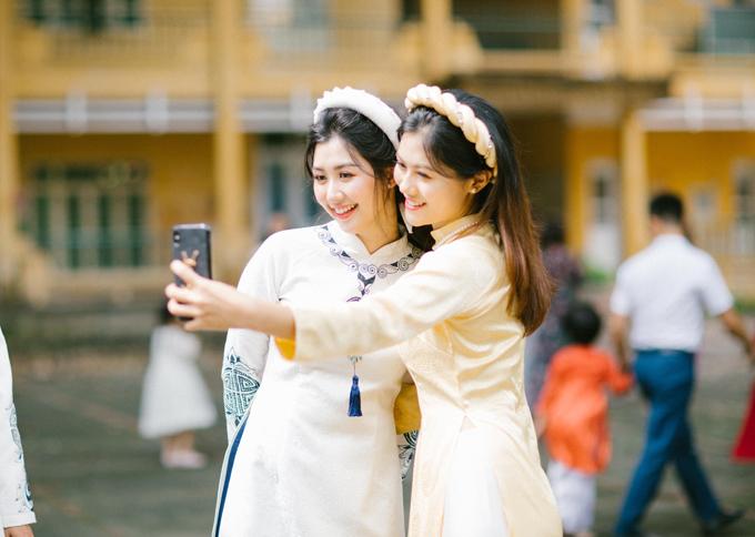 Cô dâu mời Vũ Hương Giang - Hoa hậu Phụ nữ Việt Nam qua ảnh năm 2018 làm phù dâu trong lễ ăn hỏi.
