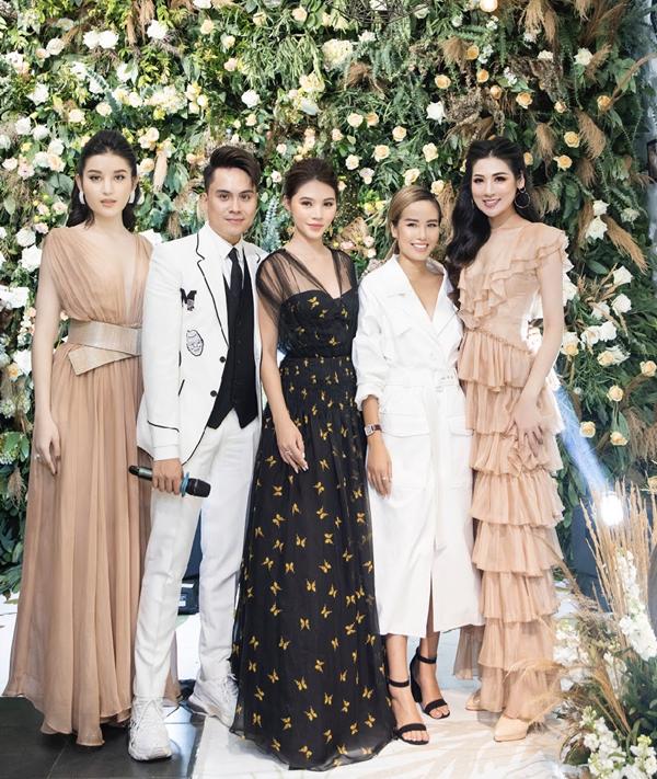 Ba nàng hậu cùng khoe sắc trên sân khấu buổi fashion show lấy chủ đề khu vườn vĩnh cửu, diễn ra đúng dịp tôn vinh phụ nữ Việt.