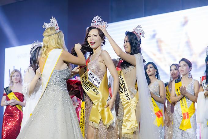 Vương miện của Mrs Worldwide 2019 đã được Dương Thùy Linh trao cho thí sinh đến từ Singapore. Ngôi vị Á hậu 1 và Á hậu 2 lần lượt thuộc về các người đẹp đến từEstonia và Philippines.