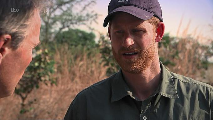 Hoàng tử Harry tiết lộ những khó khăn phải đối mặt khi làm người của hoàng gia, người của công chúng với phóng viên Tom Bradby trong bộ phim tài liệu được quay trong 10 ngày ở châu Phi hồi cuối tháng 9. Ảnh: ITV.