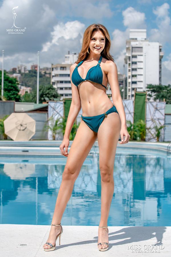 Thí sinh nước chủ nhà Venezuela là gương mặt cuối cùng trong Top 10. Ban tổ chức sẽ cộng điểm từ danh sách khán giả bầu chọn với điểm số ban giám khảo chấm để tìm ra Thí sinh mặc bikini đẹp nhất. Đây là một trong 5 giảiBest in National Costume, Best in Evening Gown, Best in Social Media, and Miss Popular Vote Award.