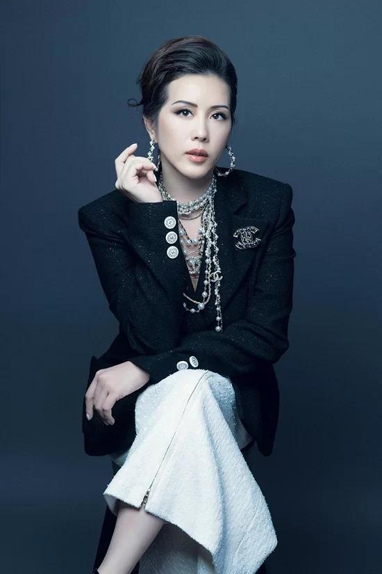 Hoa hậu Thu Hoài.
