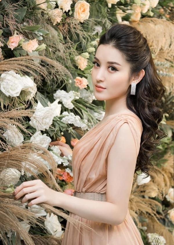 Nhan sắc khó rời mắt của Á hậu Việt Nam năm 2014.