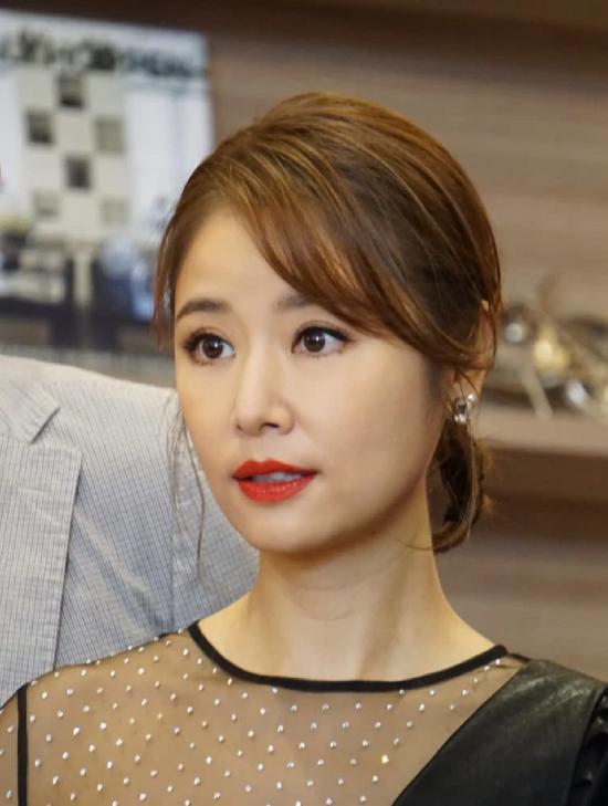 Lâm Tâm Như khoe nhan sắc tuổi 43 - 2