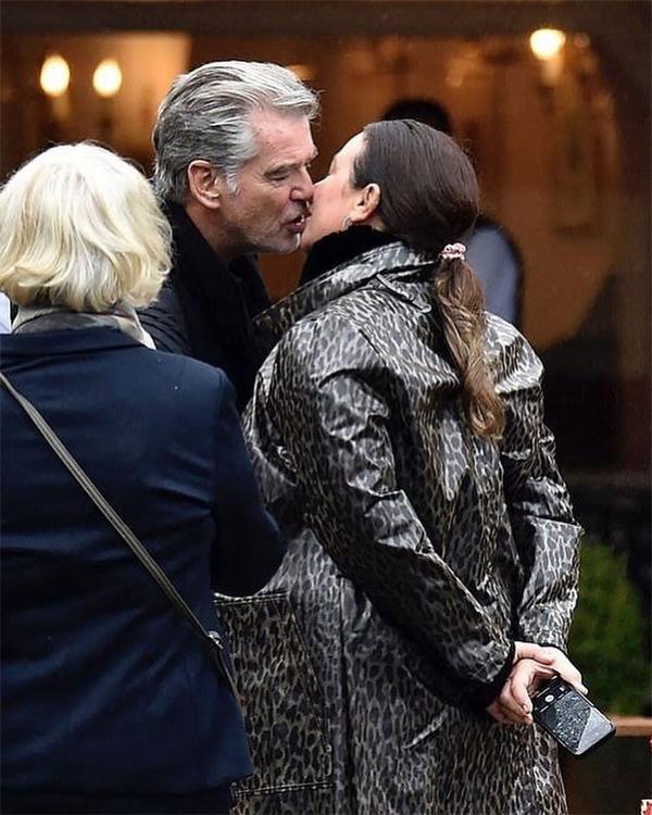Nam diễn viên U70 và cựu nhà báo Keely Shaye Smith, 56 tuổi, luôn thể hiện tình yêu mặn nồng dành cho nhau.