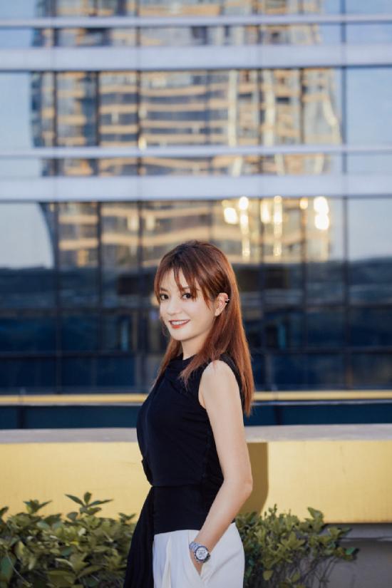 Én nhỏ hiện tham gia chương trìnhDiễn viên mới vào chỗ. Bộ phim Hai LãoHổ do cô đảm nhận vai trò giám chế và diễn viên chính đang chuẩn bị ra mắt khán giả Trung Quốc vào 29/11 tới.