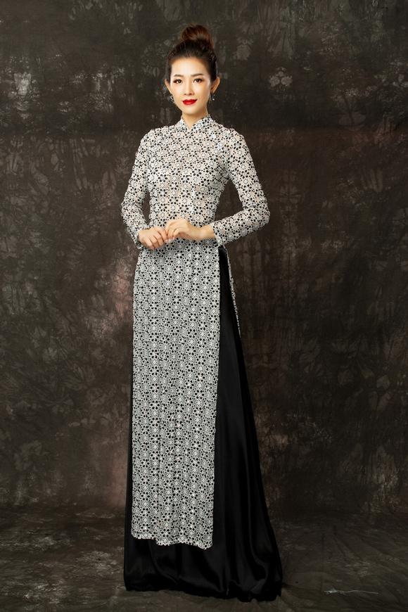 Bên cạnh đó, chất liệu ren xuyên thấu chừng mực cũng bổ sung nét hiện đại cho trang phục truyền thống.