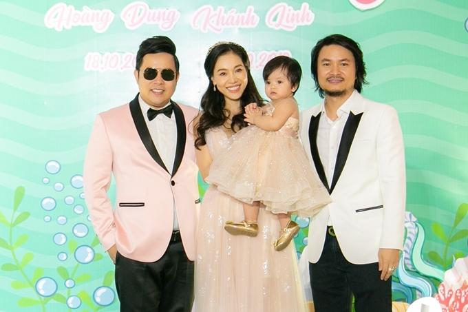 Buổi tiệc có sự hiện diện của nhiều nghệ sĩ nổi tiếng, trong ảnh là ca sĩ Quang Lê.