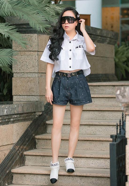 Bạn gái của Quách Ngọc Ngoan trung thành với nhãn hiệu thời trang lừng danh thế giới -Chanel.