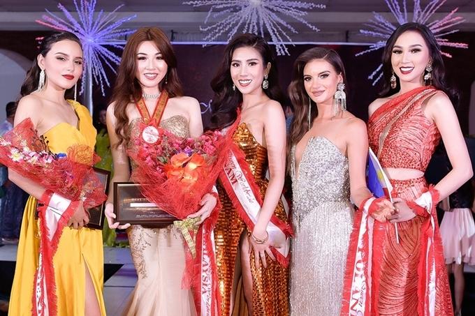 Kết quả, đại diện Việt Nam giành vị trí thứ 5 phần thi dạ hội.