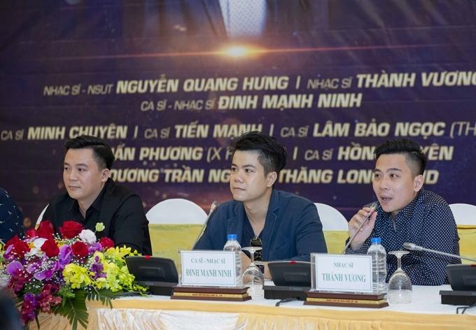 Từ trái qua: NSƯT Nguyễn Quang Hưng - ca sĩ Đinh Mạnh Ninh - nhạc sĩ Thành Vương. trong họp báo 22/10.