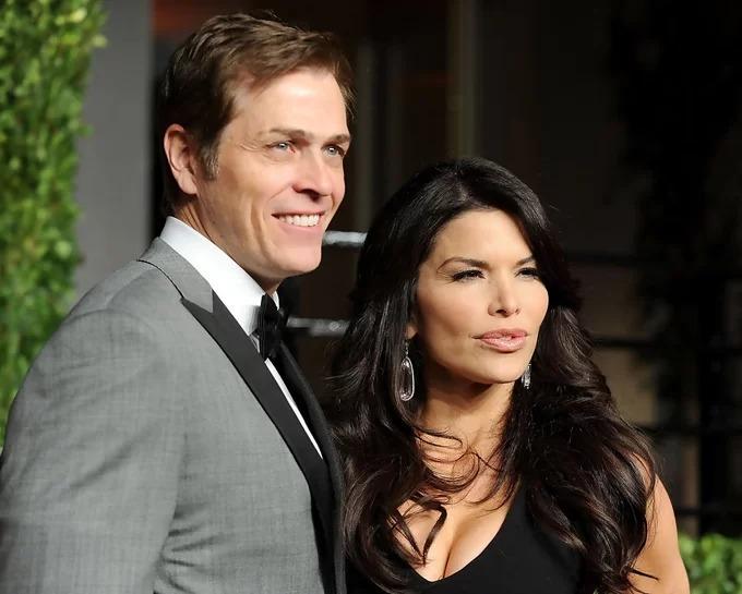 Bà Lauren Sanchez và chồng cũ thời còn mặn nồng. Ảnh: US news.