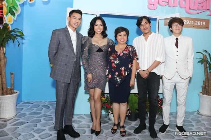 Đầu tháng 10, phim Anh trai yêu quái ra mắt tại LHP Busan, Hàn Quốc với ba suất chiếu lấp đầy ghế. Bộ phim khởi chiếu ở Việt Nam từ 29/11.