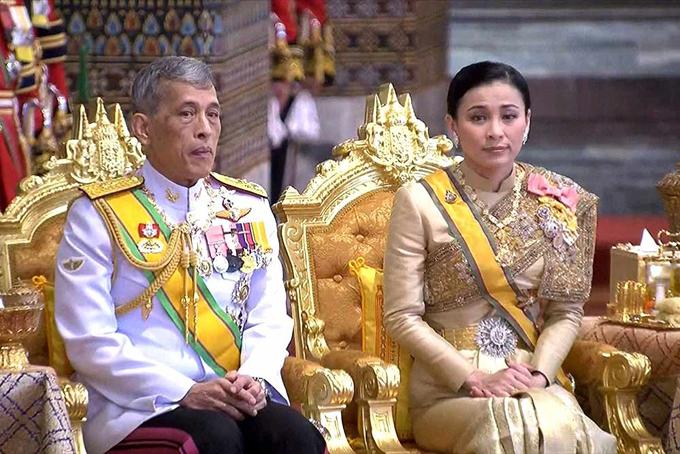 Quốc vương Vajiralongkorn và hoàng hậu Suthida. Ảnh: BKP.