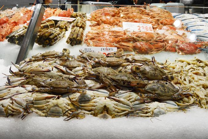 Do đó, các món ăn ở khu chợ này luôn có chất lượng hảo hạng, tươi ngon, chẳng kém nhà hàng 5 sao. Không chỉ có bán thông thường, một số buổi bán đấu giá các mặt hàng hải sản quý, chất lượng cũng diễn ra vào đầu giờ sáng.