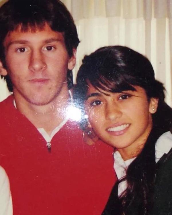 Messi đăng ảnh kỷ niệm với vợ