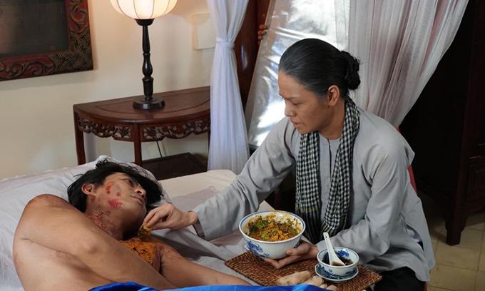 Nhật Kim Anh đóng vai mẹ của Quốc Huy trong phim.