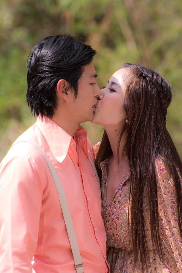Quốc Huy có nhiều cảnh diễn nóng bỏng với Huỳnh Thảo Trang trong phim Tiếng sét trong mưa.