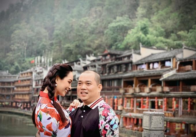 Đại gia đình Thúy Hạnh thăm Phượng Hoàng cổ trấn