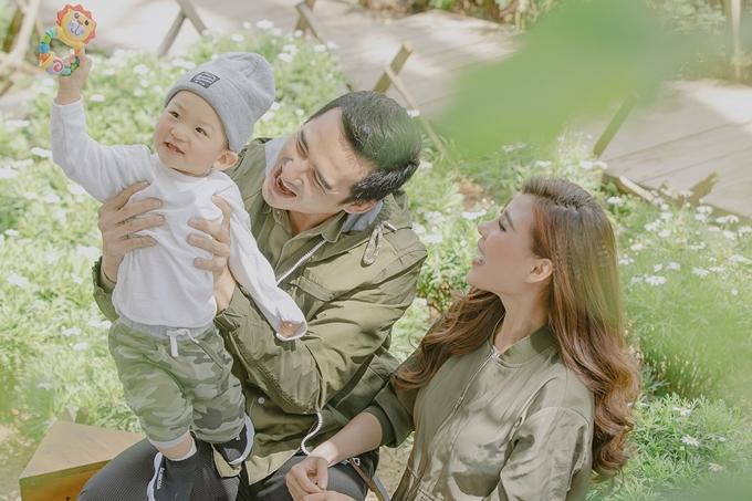 Cặp diễn viên yên tâm tập trung cho công việc diễn xuất vì bé Bảo Bảo mới hơn một tuổi đã bắt đầu học cách tự lập.