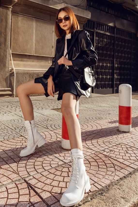 Giày sneaker là lựa chọn tăng thêm nét cá tính cho vẻ ngoài.