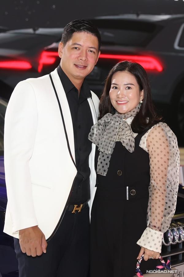 Vợ chồng Bình Minh - Anh Thơ sánh đôi đi event.