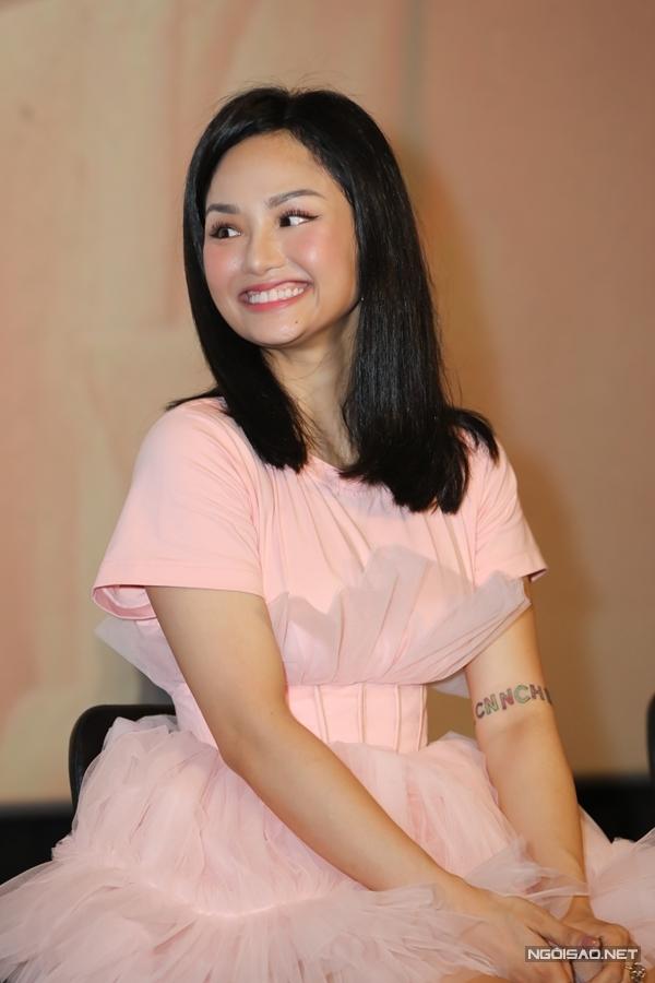 Suốt thời gian qua, Miu Lê sống khá kín tiếng. Cô chọn lọc lời mời đi diễn, tận hưởng cuộc sống qua việc nấu ăn, đọc sách hay tập gym.