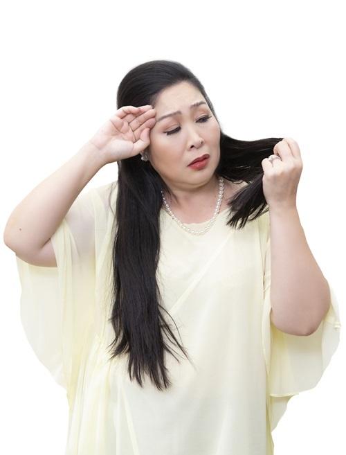 Như những phụ nữ khác, Hồng Vân cũng phải đối mặt với nỗi lo rụng tóc tuổi trung niên.