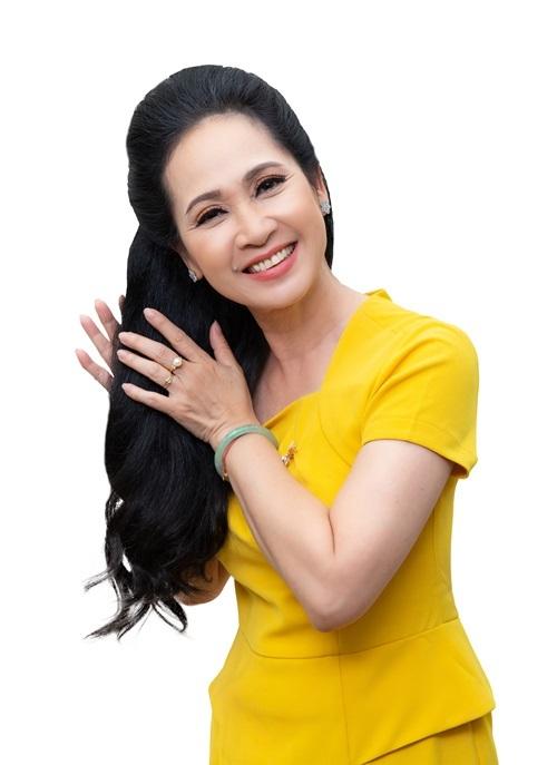 Dùngsản phẩm chăm sóc tóc được sản xuất theo quy trình công nghệ Nhật Bản có thể giúp chị em sở hữumái tóc dày, bóng khỏe và giảm rụng hẳn.