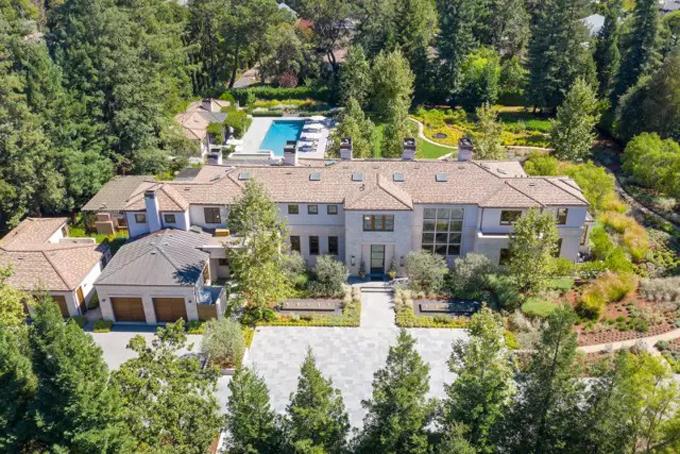 Kể từ khi nhà đồng sáng lập Microsoft Paul Allen qua đời vào tháng 10/2018, nhiều tài sản của ông đã được rao bán. Mới đây căn biệt thự của ông nằm tại thị trấn Artheton tại thung lũng Silicon, bang California được rao bán với giá 41,48 triệu USD. Đây là thị trấn tập trung nhiều tỷ phú công nghệ giàu có và nổi tiếng thế giới nhưCOO Facebook Sheryl Sandberg và cựu chủ tịch Google Eric Schmidt. Ảnh: BI.