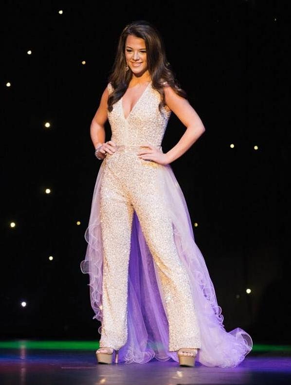 Hoa hậu bang Alabama 2019 - Hannah McMurphy thi dạ hội trong một sân chơi dành cho các trường đại học vào năm 2016.