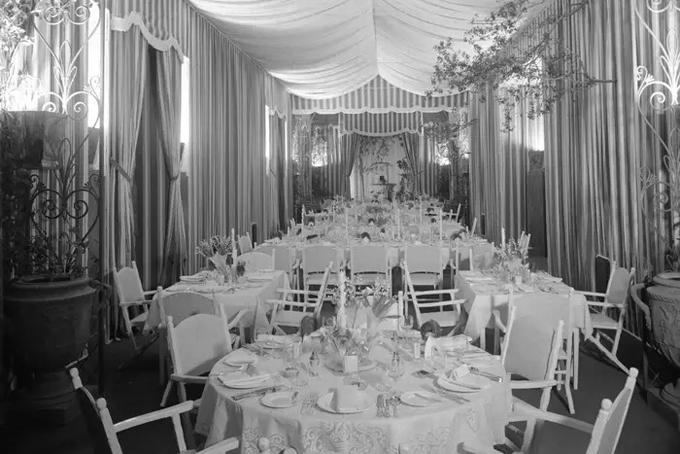 Casa Encantada được xây xong vào năm 1937 với chi phí hơn 2 triệu USD, tương đương khoảng 35 triệu USD hiện nay. Nội thất của dinh thự được thiết kế bởi Peterson Studios và TH Robsjon-Gibbions với những món đồ xa xỉ được sản xuất riêng. Ảnh: BI.