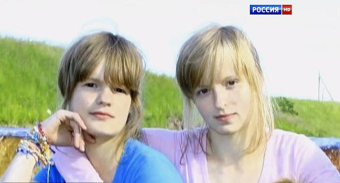 Chị em nhà Dubrovina khi còn nhỏ. Ảnh: East2west News.