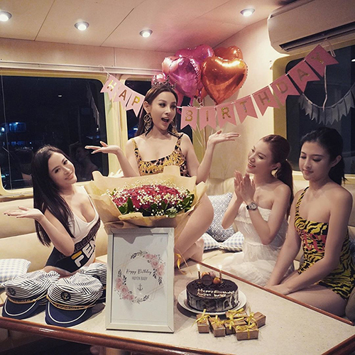 Huyền Baby cùng những chị em thân thiết đón sinh nhật sang chảnh trên du thuyền ở Bali.