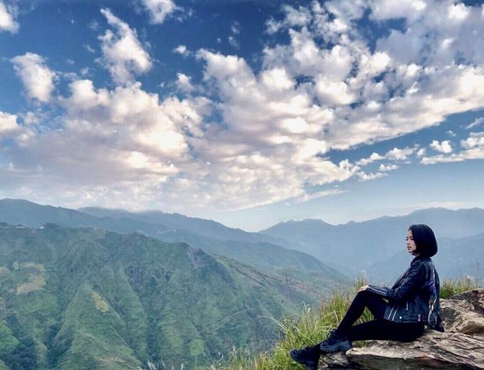 Tâm Tít thấy mệt sau chặng đường dài hơn 200 km từ Hà Nội đến Yên Bái nhưng bừng tỉnh khi ngắm núi non trùng điệp hiện ra trước mặt.