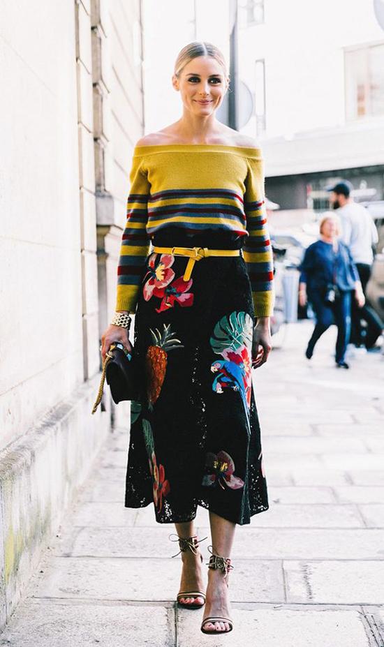 Sử dụng chân váy họa tiết in, thêu, đính kết cùng các mẫu áo len, dạ, dệt kim sẽ giúp phái đẹp nổi bật khi xuống phố.